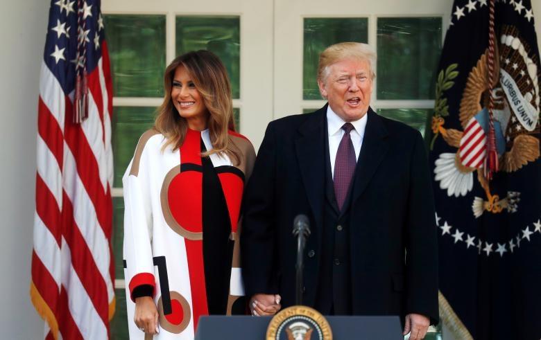 Tổng thống Trump và phu nhân phát biểu tại lễ ân xá. (Ảnh: Reuters)