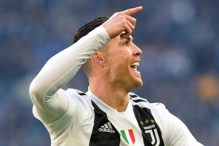 Ronaldo ghi ban trong tran thang 3-0 cua Juventus hinh anh