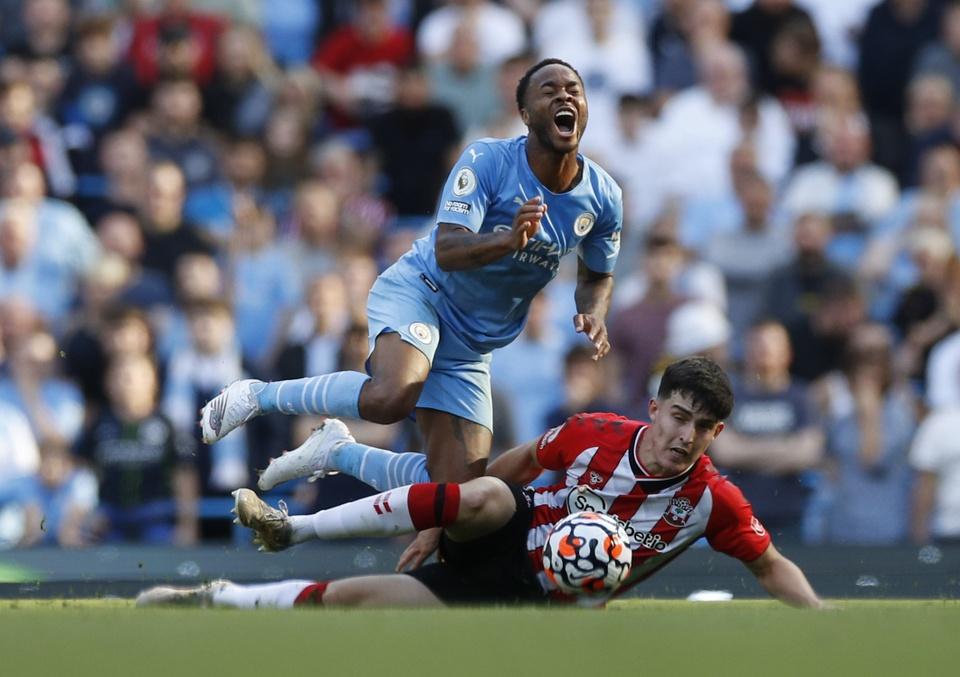 Man City dut mach thang tai Premier League hinh anh