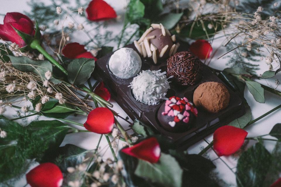 Banh chocolate, trai tim dau hong cho mua Valentine ngot ngao o TP.HCM hinh anh 11