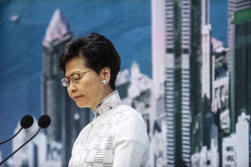 'Bien nguoi ao den' bieu tinh, lanh dao Hong Kong xin loi hinh anh