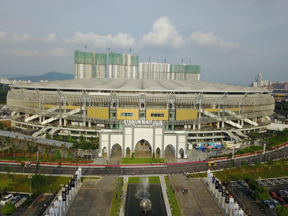 Sân vận động quốc gia Bukit Jalil thuộc khu liên hợp thể thao quốc gia của Malaysia, thuộc phía nam Kuala Lumpur. Sân có sức chứa 90.000 chỗ ngồi và sẽ là nơi diễn ra trận chung kết lượt đi kịch tính giữa đội chủ nhà và đội tuyển quốc gia Việt Nam vào ngày 11/12 tới đây. Ảnh:Mohd.