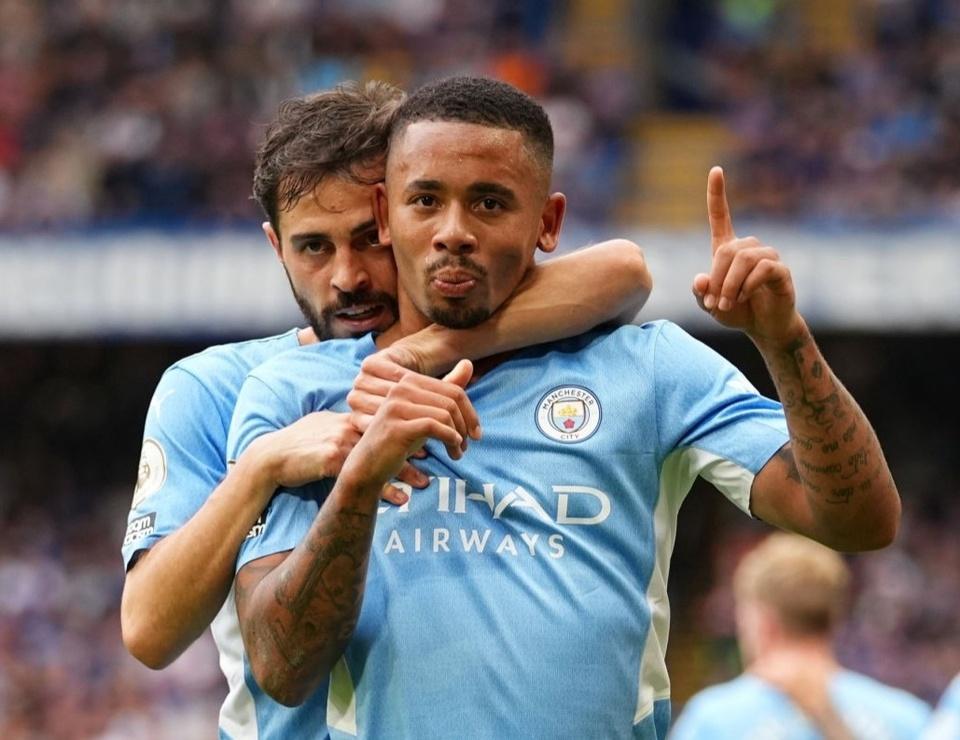 Man City len nhi bang sau tran thang Chelsea hinh anh