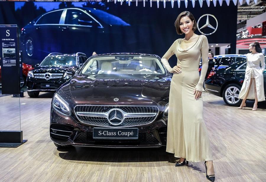 Mercedes o VMS 2018: Gian hang 1.000 m2, nhieu xe dang cap, gia tot hinh anh 2