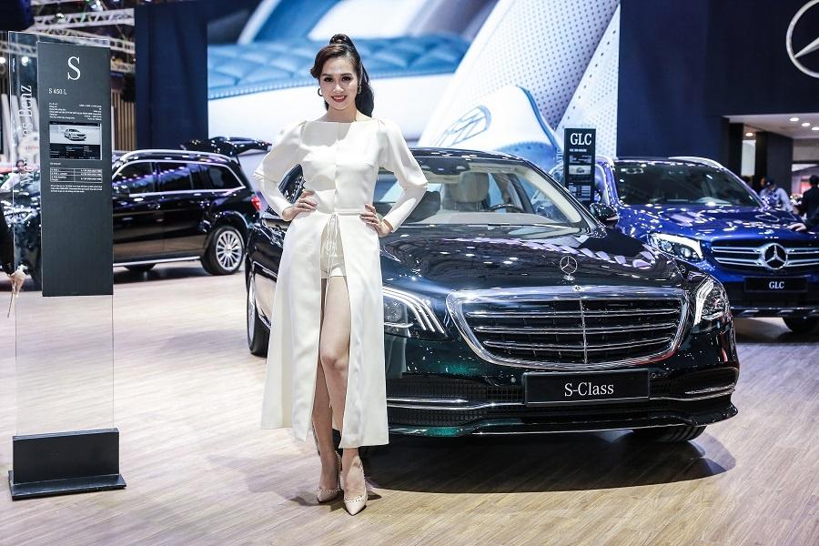 Mercedes o VMS 2018: Gian hang 1.000 m2, nhieu xe dang cap, gia tot hinh anh 3