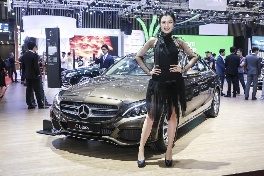 Mercedes o VMS 2018: Gian hang 1.000 m2, nhieu xe dang cap, gia tot hinh anh 4