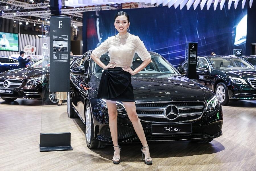 Mercedes o VMS 2018: Gian hang 1.000 m2, nhieu xe dang cap, gia tot hinh anh 5
