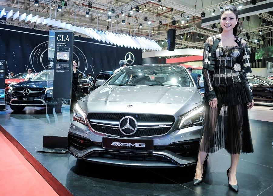 Mercedes o VMS 2018: Gian hang 1.000 m2, nhieu xe dang cap, gia tot hinh anh 6