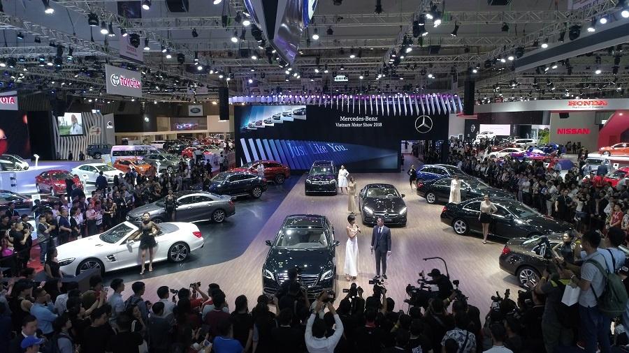 Mercedes o VMS 2018: Gian hang 1.000 m2, nhieu xe dang cap, gia tot hinh anh 7