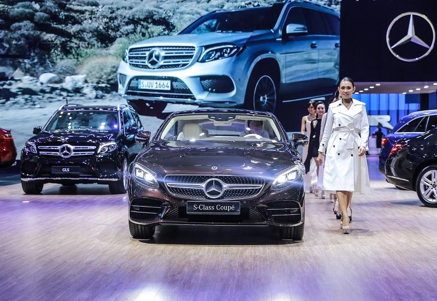 Mercedes o VMS 2018: Gian hang 1.000 m2, nhieu xe dang cap, gia tot hinh anh 8
